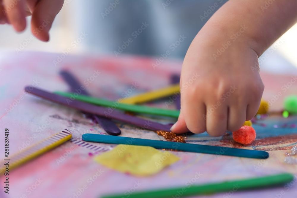 Fototapety, obrazy: child making art collage