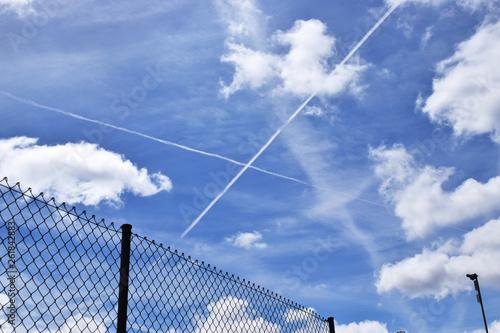 Fondo de cielo con vallas. Tapéta, Fotótapéta
