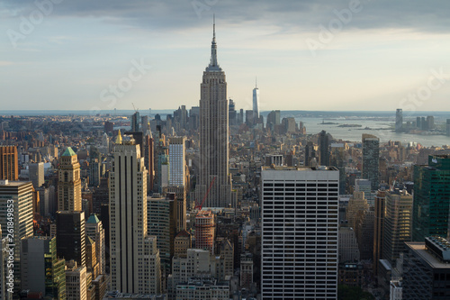 Foto auf Acrylglas Bestsellers New York City. Manhattan downtown skyline with Empire State Building and skyscrapers at sunset.