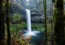 Beautiful Oregon Waterfall Spi...