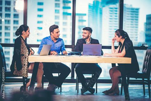 Fototapeta Businessmen are meeting to discuss business plans. obraz na płótnie