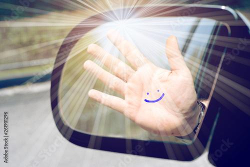 Eine Hand mit einem aufgemaltem Lächeln Canvas-taulu