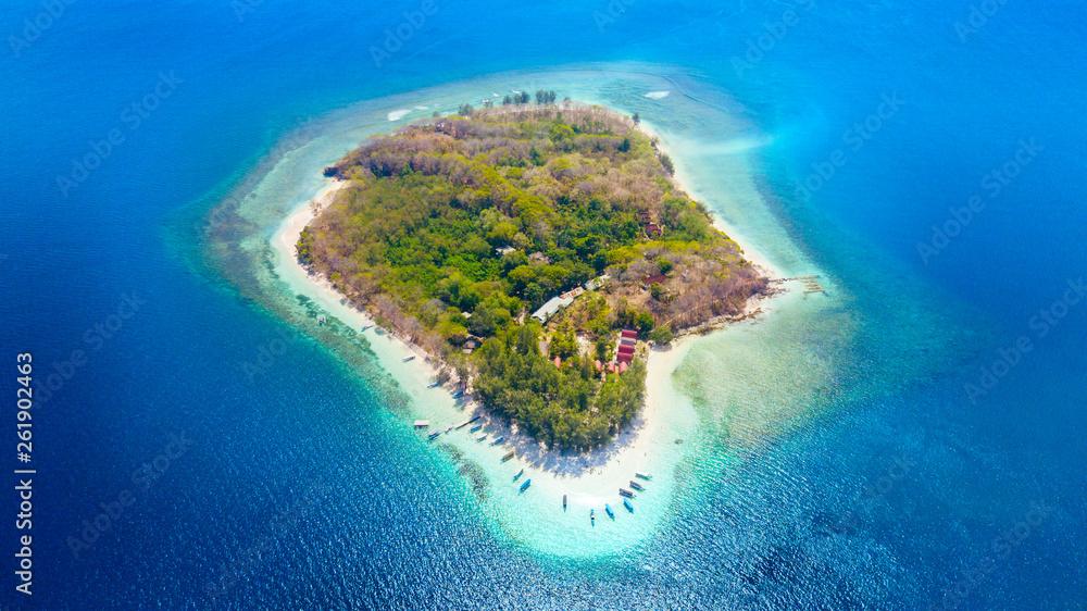 Fototapety, obrazy: Gili Rengit island with aquamarine water