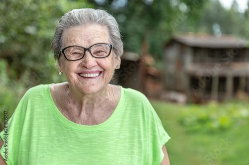 Foto  Happy Brazilian elderly farmer.