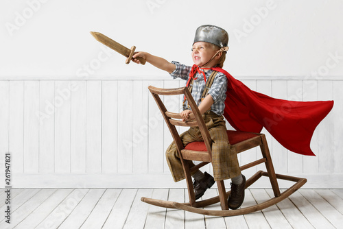 Tablou Canvas Little boy plays the knight