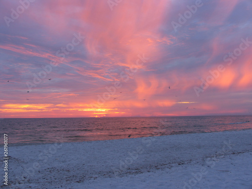 Sonnenuntergang am Strand von Holmes Beach Canvas Print
