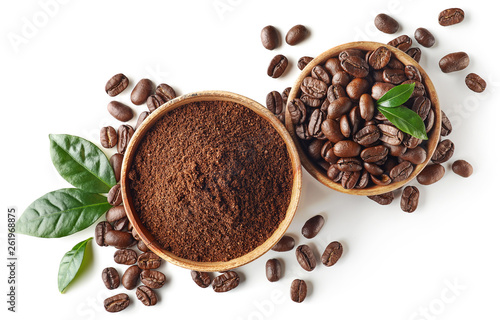 Foto Bowl of ground coffee and beans isolated on white background