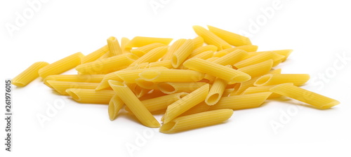 Penne rigate pasta pile isolated on white background Fototapet
