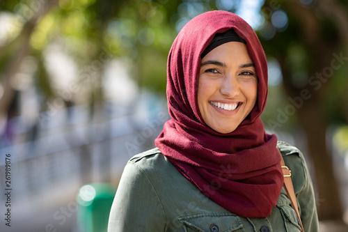 Muslim young woman wearing hijab Fototapet