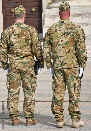 Photo Soldiers standing outdoor
