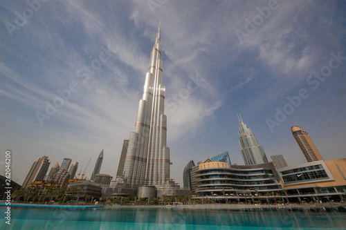 Photographie Dubai is a city and emirate in the United Arab Emirates