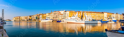 Obraz na plátně  Panorama du port de Sète dans l'Hérault en Languedoc, Occitanie, France