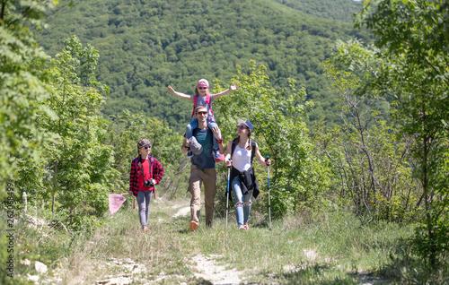 Keuken foto achterwand Eigen foto Family in a hike