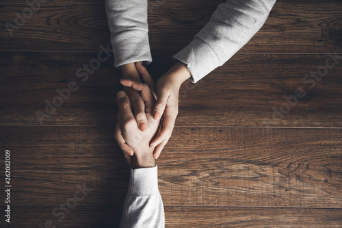 Carta da parati woman and man hand on table
