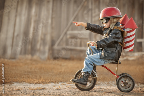 Boy play in the rider and the rocketman Fototapet