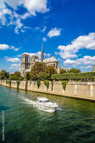 Fotografia  Notre-Dame de Paris, one of the most famous and visited monuments in Paris Franc