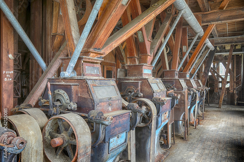 Photographie  Wooden grist mill equipment in abandoned factory