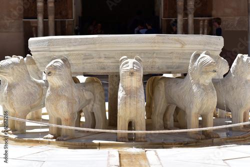 Foto  Patio de los Leones (Court of the Lions), Palacios Nazaries, La Alhambra, Granad