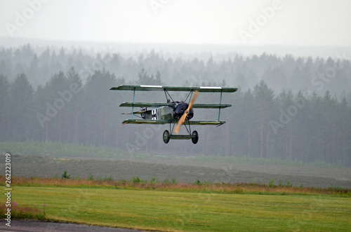 Photo Old restored fighter plane flying