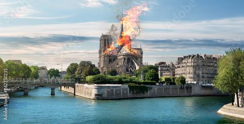 Papiers peints Paris Fire at Cathedral