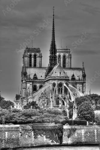 Photo Dark clouds over Notre Dame cathedral, Paris, France (HDR monchrome version)