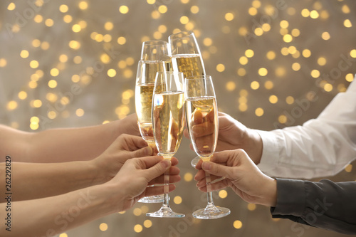 Foto auf Leinwand Alkohol People clinking glasses of champagne on blurred background, closeup