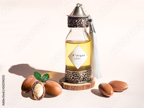 Photo Decorative bottle with iron embossed in traditional Moroccan style with precious