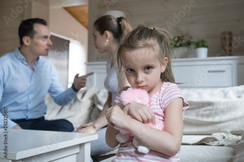 Fotomural  Sad little girl scared when parents have fight at home