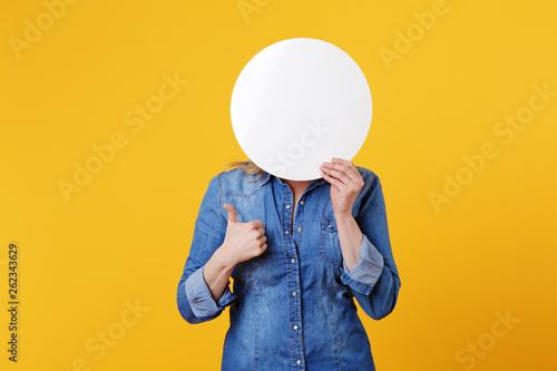 Fotografering  jolie femme blonde expressive souriant