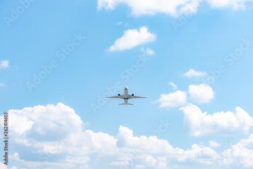 Fotografie, Obraz  空港から飛び立つ飛行機