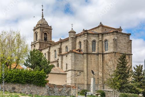 Foto  The church of San Sebastian of the town of Villacastin (province of Segovia, aut