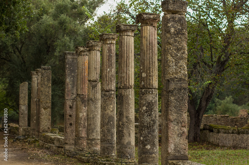Fotografia  ancient Greece stone building from antique city in park outdoor space south Euro