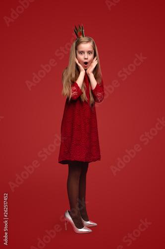 Fotografía Shocked little princess in adult shoes