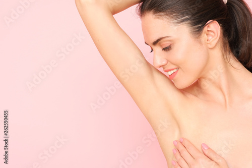 Photo Close up of female armpit isolated on pink background