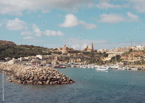 Przystań w piękny słoneczny dzień, Gozo Malta