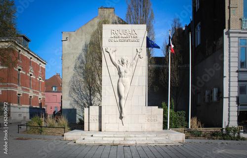 Obraz na płótnie Roubaix (France) / Monument aux morts et  des martyrs de la résistance