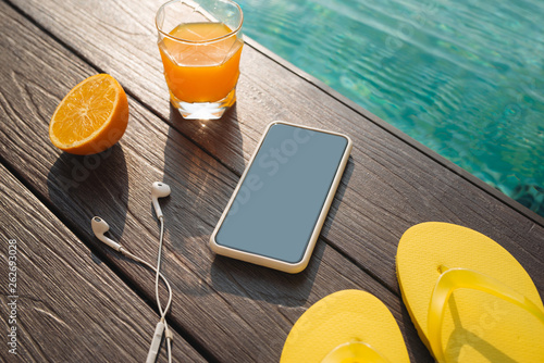 Poster de jardin Nature Summer beach set on swimming pool water background