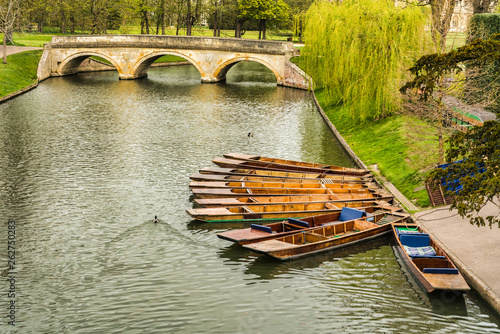 Obraz na plátně Punts moored on the bank of the river Cam, Cambridge, England
