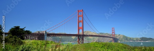 Fototapeta premium Golden Gate Bridge w San Francisco od 2 maja 2017 r., Kalifornia USA