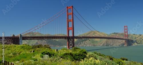 Fototapeta premium Golden Gate Bridge w San Francisco od 2 maja 2017 r., Kalifornia USA