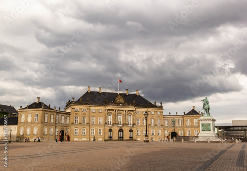 Photo  Amalienborg Palace in the city of Copenhagen