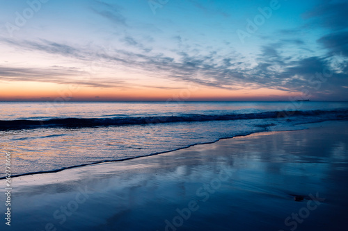 Foto op Plexiglas Blauw beautiful sunset on a lonely beach