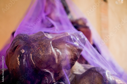 Photo close up of dying and resurrecting jesus christ statue covered with purple veil