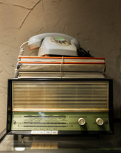 Antique Radio, Telephone And B...