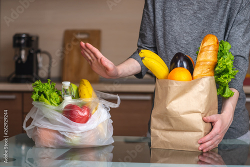 Fotografia, Obraz  Woman chooses a paper bag with food and refuses to use plastic