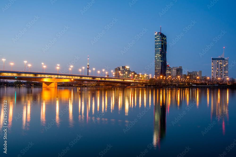 Fototapety, obrazy: Vienna skyline by night