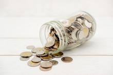 New Thai Baht Coins Spilling F...