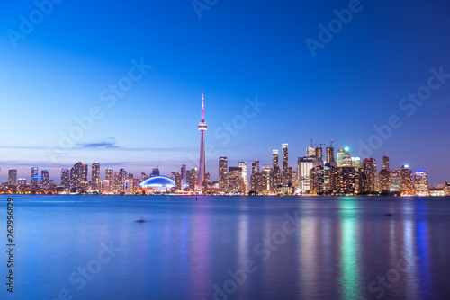 Fotografia  Toronto city skyline at night, Ontario, Canada