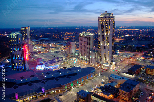 Photo sur Toile New York Niagara Falls Casino and Resorts at sunset, Canada