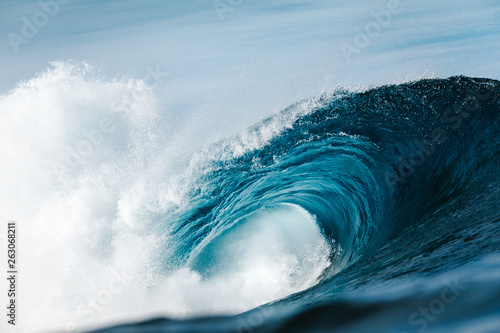Heavy wave breaking in ocean